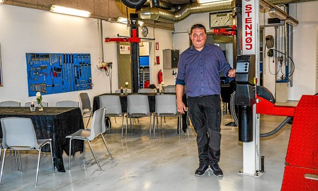 Åbent hus i værkstedet, hvor Jens Andersen samtidig fylder 40 år. Foto: Mogens Lynge