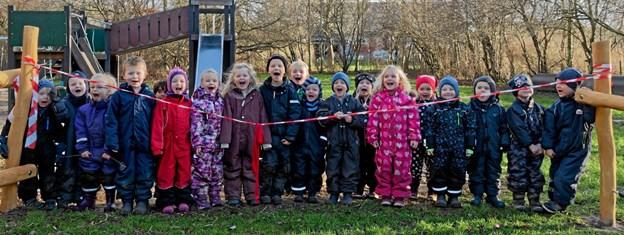 Børnene i Vendsyssel Børnehus er ved at revne af spænding. De kan næsten ikke vente længere, for det er nu, motorikbanen skal indvies. Foto: Niels Helver