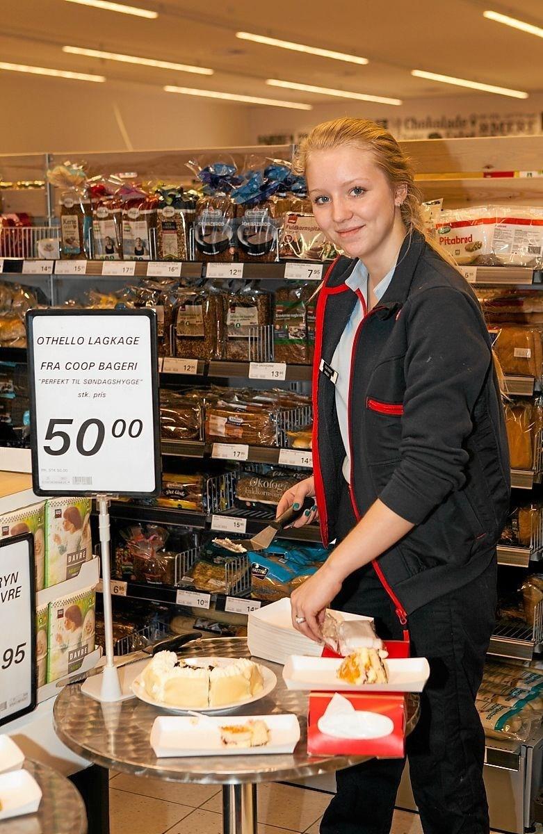 Cecilie bød på Othello lagkage i Bindslev, til kundernes store begejstring. Foto: Peter Jørgensen