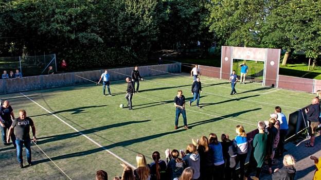 """Forældrene fik også lov at spille """"fodbold"""": bordfodbold i XX-størrelse.Privatfoto Ole Iversen"""