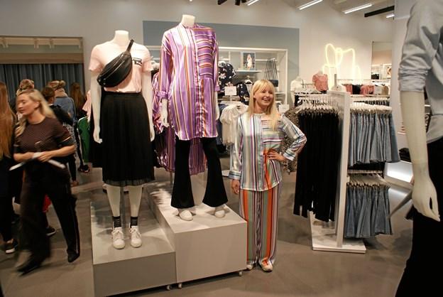 Janni Rytter Nielsen er bestyrer af Vero Moda i Friis Shoppingcenter. Butikken genåbnede torsdag morgen efter endt renovering. Foto: Ole Skouboe