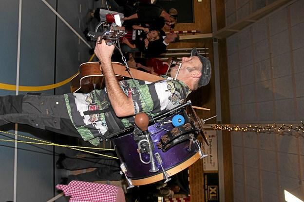 Her gir' Steve Hart den for fuld drøn med alle sine instrumenter. Foto: Hans B. Henriksen Hans B. Henriksen