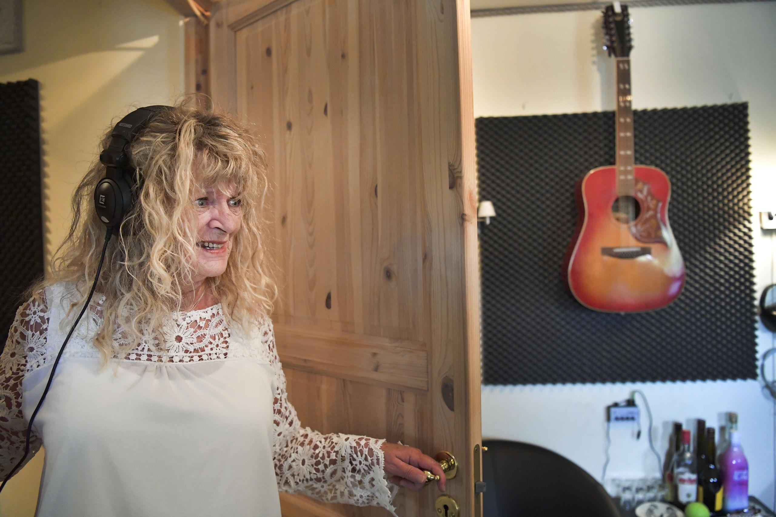 Emilie Andersen er nomineret to gange, og hun håber, at hvis hun vinder, så kan det være med til at udbrede country genren i den yngre generation.