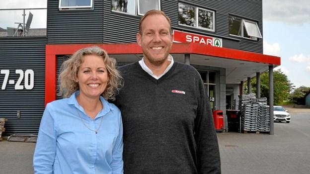 Tine Vejrum Terp og Christian Rick Vestergaard er nyt købmandspar i spidsen for Spar Købmanden i Suldrup og Haverslev. Foto: Jesper Bøss