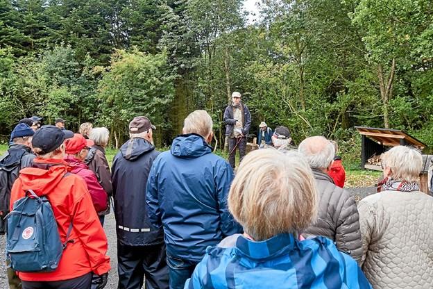 Skovfoged Helene Overby fortæller om tilblivelsen af Slotved Skov Dyrehave, der er blevet udvidet fra 30 til 202 ha. Foto: Niels Helver