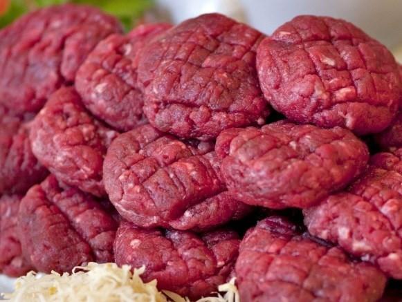 Advarer mod tatar og pølser: Kan indeholde farlige bakterier
