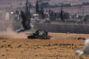 Tyrkiet sender flere kampvogne til den syriske grænse