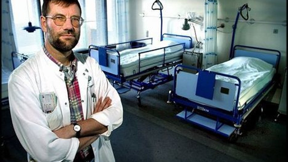 Overlæge på Aalborg Sygehus, professor Henrik Nielsen mener, at der skal en offensiv strategi til at bremse det stigende forbrug af antibiotika. - Selvfølgelig skal Sundhedsstyrelsen heller ikke lade sig rive med uden faglig grund, men på det her område mener jeg, at Sundhedsstyrelsen burde gå i front, siger han. Arkivfoto: Torben Hansen