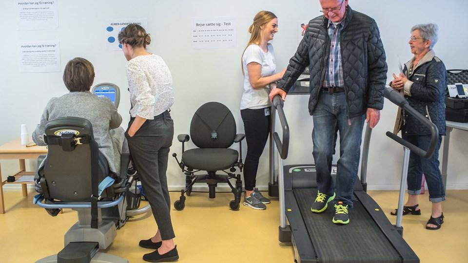 Der var også mulighed for at prøve nogle af husets træningsmaskiner, da sundhedscentret på Vestergade onsdag holdt åbent hus. Foto: Martin Damgård