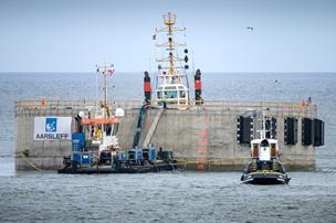 Se billederne: Hanstholm Havns molehoved er nu på plads