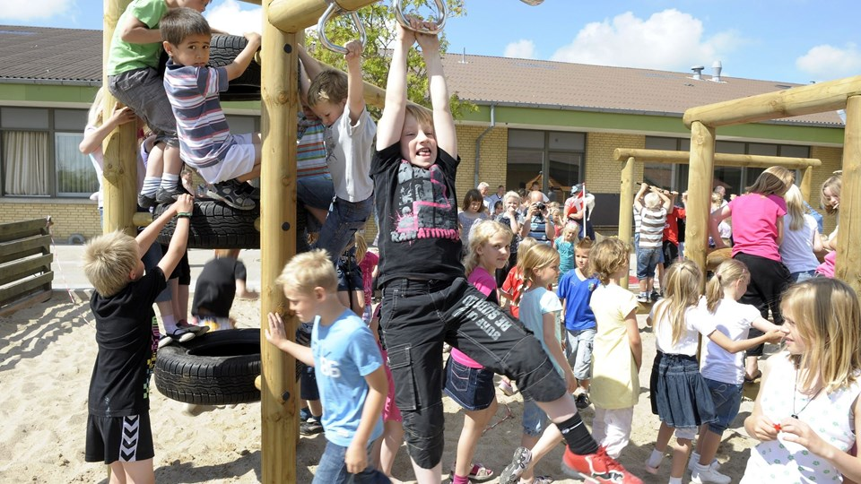 Måske bliver børnene på Østermarkskolen om et par år lige så glade for en nyrenoveret skole som da SFO'en fik ny legeplads. Foto: Michael Bygballe