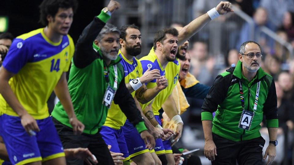 Brasilien satte søndag de første point på kontoen i mellemrunden ved håndbold-VM.