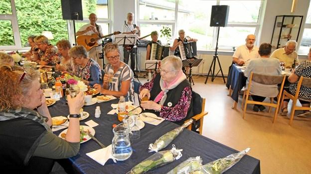 Der var stemning, fest og hyggeligt samvær, da Rosendalcentret i Agersted fejrede 25-års jubilæum. Foto: Jørgen Ingvardsen