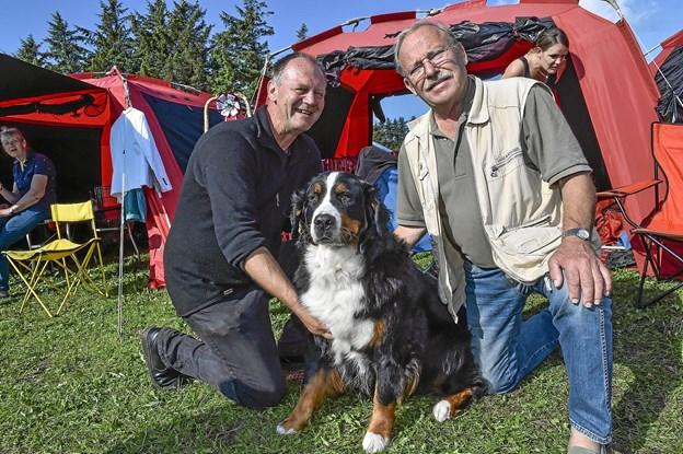 Peter Uno Andersen (t.v.) og stifteren af Dansk Berner Sennen Klub, Jens Utke Ramsing fra Fredensborg. Hunden hedder Melanie.