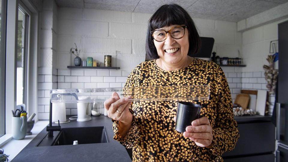 """Rosa Kildahl - kendt fra """"Den stor bagedyst"""" - bruger de forhåndenværende redskaber, når hun på Youtube viser de unge, hvordan man laver dansk mad på en nem og tilgængelig måde. Foto: Peter Mørk"""