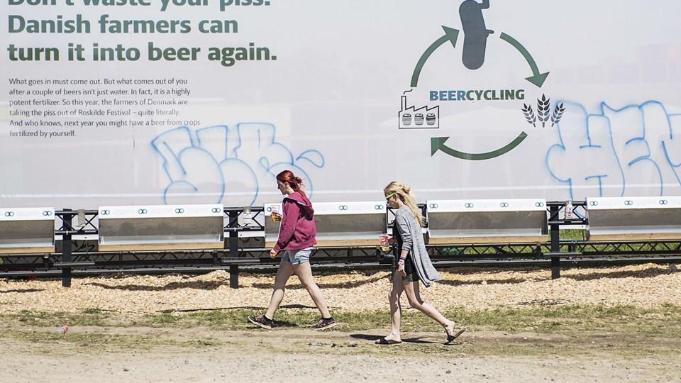 Festival-pis bliver til Festival-øl. Landbrug og Fødevarer reklamerer med, at 100.000 liter pis til gødning af ølproduktion på danske marker.  Foto: Scanpix