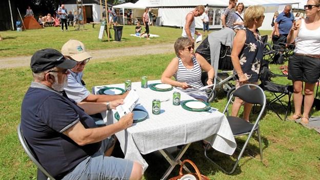Flere af gæsterne havde hele udstyret med, så de kunne klare den lange dag på væddeløbsbanen.Foto: Jørgen Ingvardsen Jørgen Ingvardsen