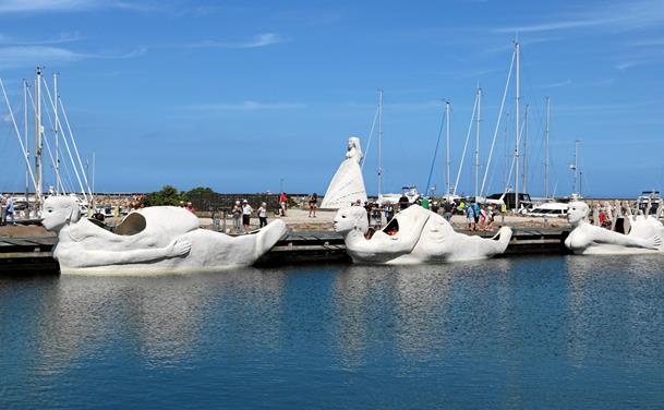 Sejlende kunstværker besøgte Sæby