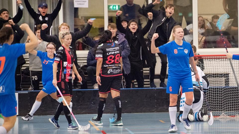 Her har Copenhagen FC scoret og afgjort pokalfinalen mod Frederikshavn Blackhawks i Brønderslev Hallen. Foto: Hans Ravn