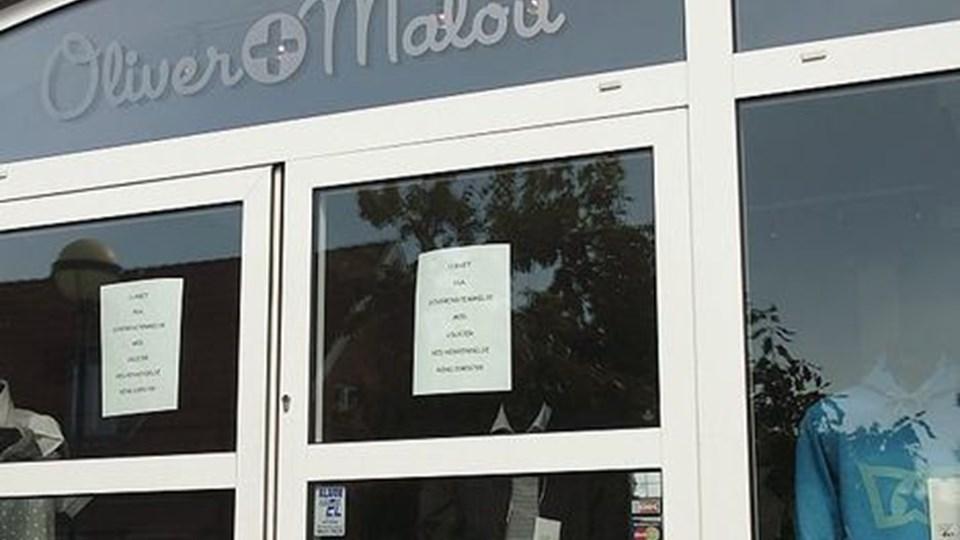 Låste døre: Der er klar besked til kunderne på forretningsdørene i Søndergade 5. foto: erik sahl