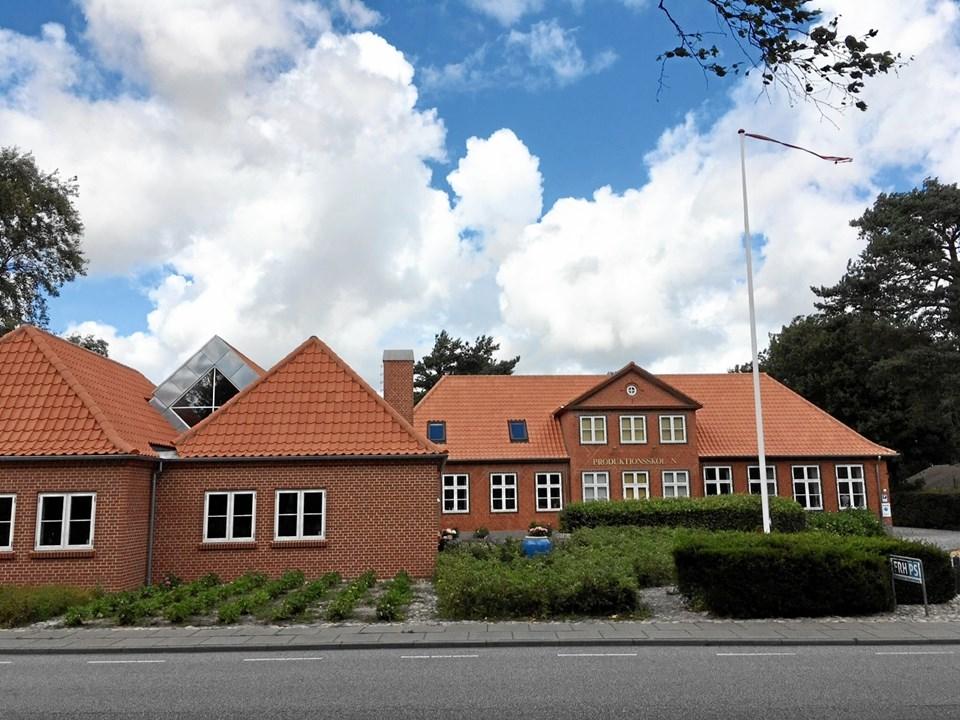 Frederikshavn Produktionsskoles nuværende bygning blev opført i 1937 som landsbyskole.