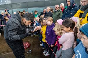 Video og masser af billeder: Stor interesse for blodig affære ved oceanarium