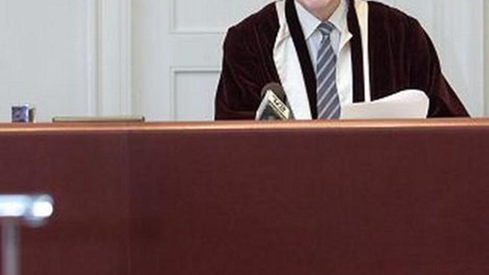 Højesterets dommer Børge Dahl læste Højesterets dom op. Højesteret gav ikke rabat til nogen af de ni, der i landsretten blev idømt lange fængselsstraffe for drabet på den 18-årige Ghazala Khan. Foto: Scanpix