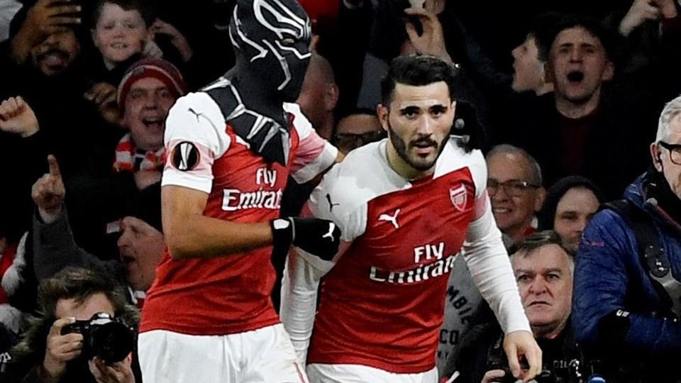 """Arsenal-angriberen Pierre-Emerick Aubameyang scorede til 3-0, da London-klubben torsdag avancerede til kvartfinalen. Det fejrede han ved at tage en """"Black Panther""""-maske på."""