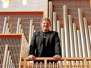 Julestunden synges ind i Vejby Kirke