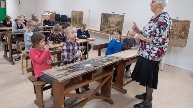 Undervisning som i gamle dage: Skolepulte gør historien levende