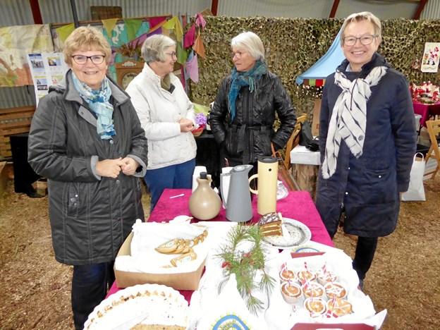 Medlemmer fra klubbens bestyrelse samt bazar-gæst, fra venstre Bente Carpentier, Eva Davidsen, gæst og Anne Marie Vestergaard. Foto: Finn Carpentier. Picasa