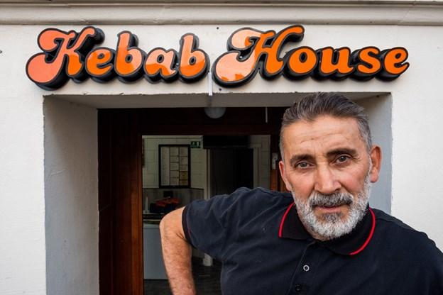 Ejer af Kebab House, Nasser Hassan Haoui  er klar til at starte en ny æra i Danmarksgade. Foto: Lasse Sand