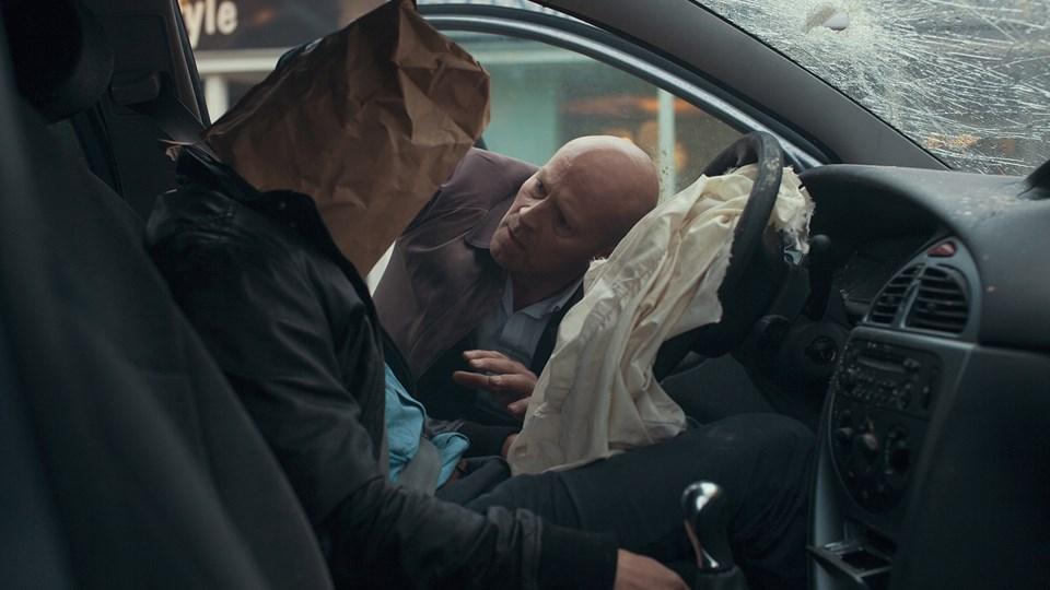 Uopmærksomhed i trafikken er skyld i mange ulykker. Her et billede fra en ny kampagne, som skal få os alle sammen til at tænke over, hvornår vi ikke er opmærksomme nok. Foto: Rådet for Sikker Trafik