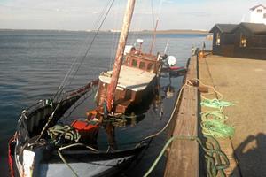 Gammel fiskekutter skal op fra fjordbund
