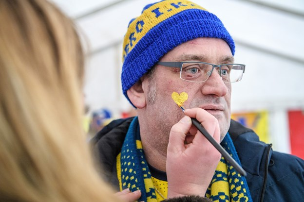 Hjertet sidder i venstre side - og i højre side af kinden på Hobro Yellow Vikings formand, Patrick Sadolin. Peter Broen