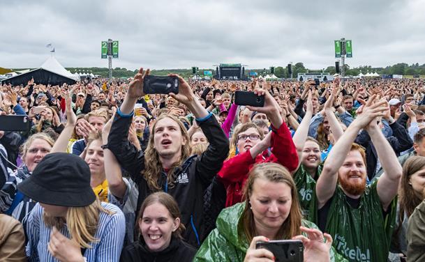Trods drilske vejrguder: Tusindvis fester til Grøn i Aalborg