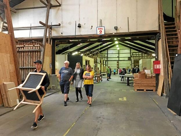 Lagerhallen var fyldt med møbler - både nye og brugte