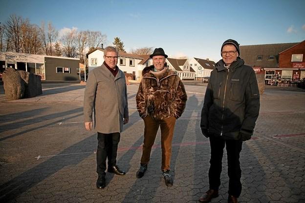 Arne Boelt, Claus Ørntoft og Søren Tjønneland på Soltorvet i Lendum. Foto: Peter Jørgensen Peter Jørgensen