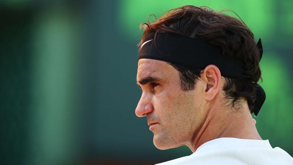 Roger Federer springer grussæsonen over og stiller dermed ikke op ved French Open. Det meddelte verdens bedste tennisspiller sent lørdag aften efter et sensationelt nederlag til australieren Thanasi Kokkinakis ved Miami Open. Foto: Scanpix/Al Bello