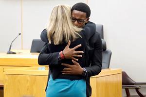 Skudoffers bror krammer morder efter spektakulær sag i USA
