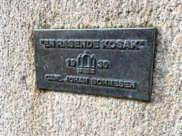 Det er billedhuggeren Carl Johan Bonnesen, der står bag kosakken, som i 1935 blev givet som gave til Aalborg. Foto: Katrine Schousboe
