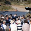 Kirke dannede ramme om sommerglæder med spring, dans, musik og sang