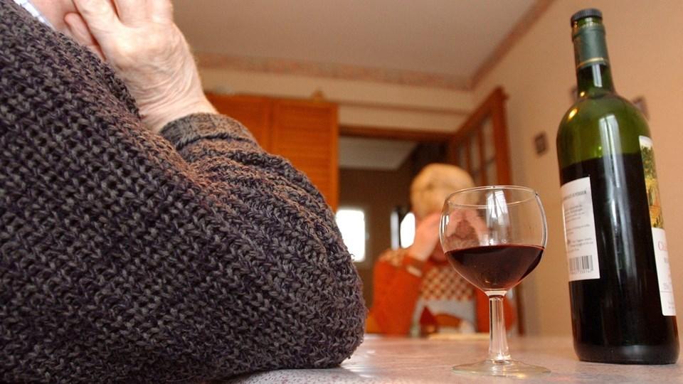 alkohol, alkoholisme, rødvin Foto: Free/Colourbox.com