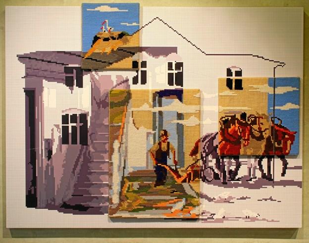 Thomas Wolsing laver broderede værker, der forestiller huse fra hans hjemegn Thy. Lørdag 11. august besøger kunstneren Hobro og fortæller om sin kunst.
