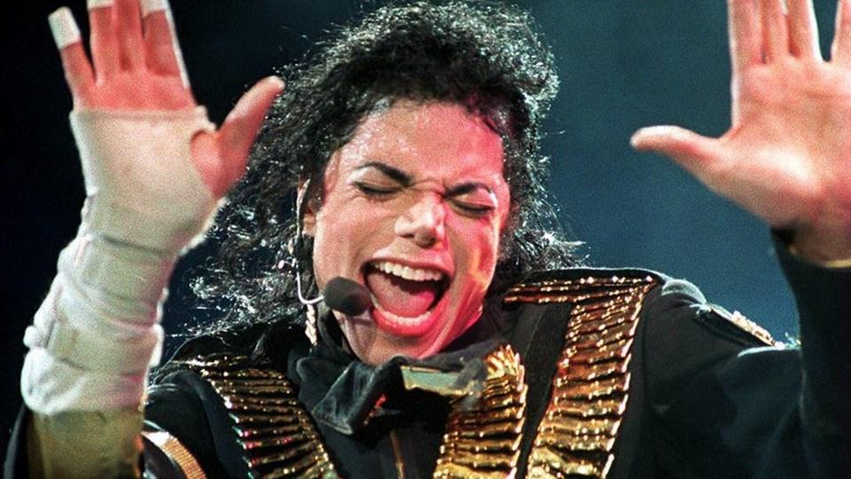 """I filmen """"Leaving Neverland"""" står to mænd frem og fortæller, hvordan de som drenge blev seksuelt misbrugt af Michael Jackson."""