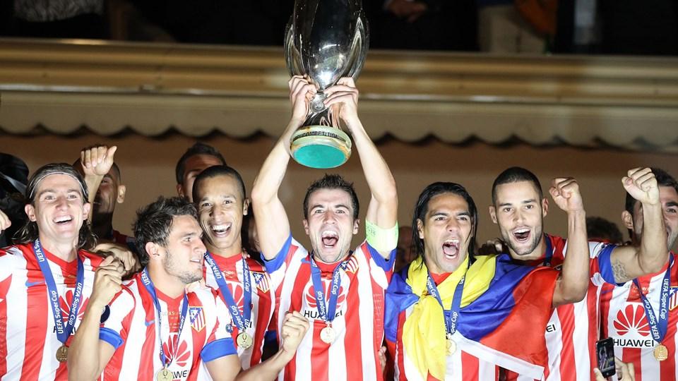 Atletico Madrids spillere fejrer Super Cup sejren over Chelsea. Foto: AFP PHOTO / VALERY HACHE