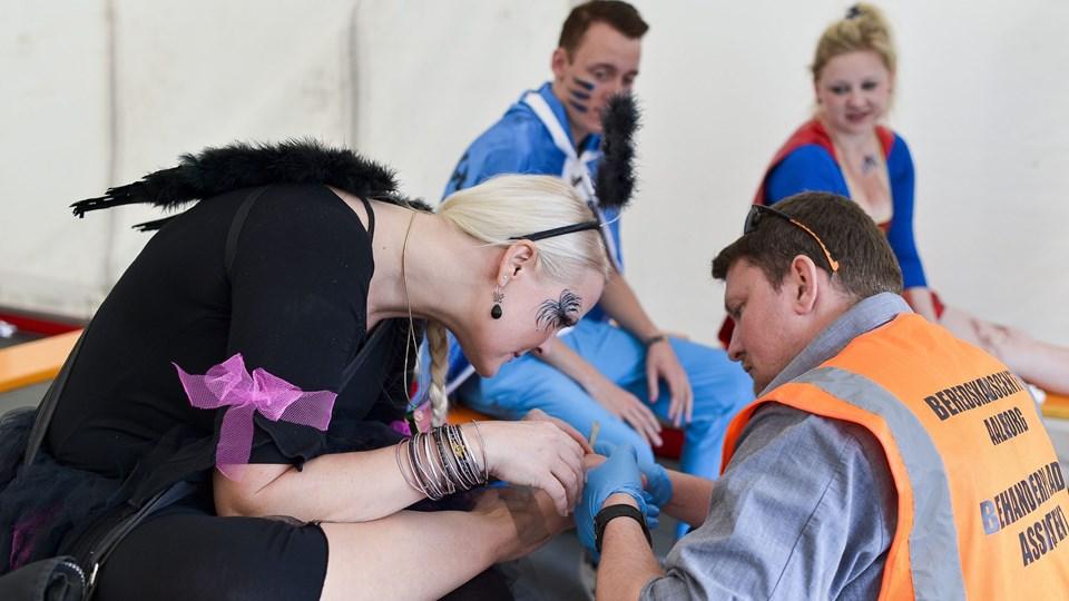 Den fremskudte skadestue ved Aalborg Karneval behandler et par hundrede skader - ofte fodskader - hvert år ved karnevalet. Arkivfoto: Henrik Bo