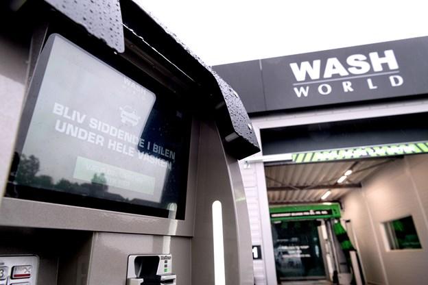 Man har installeret den nyeste teknologi i bilvaskehallerne med bl.a. automatisk nummerpladescannere, og det giver en meget høj grad af effektivitet.