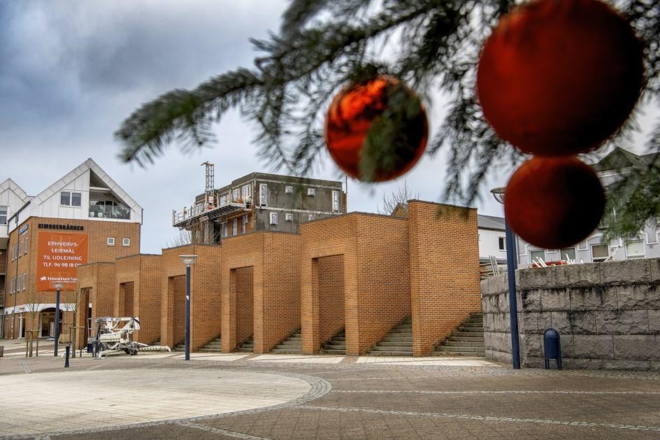 Vandalisme eller julehygge: Forening borede huller i Per Kirkebys mesterværk