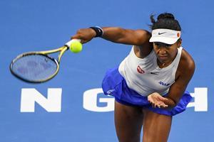 Osaka slog Wozniacki på blot to timers søvn